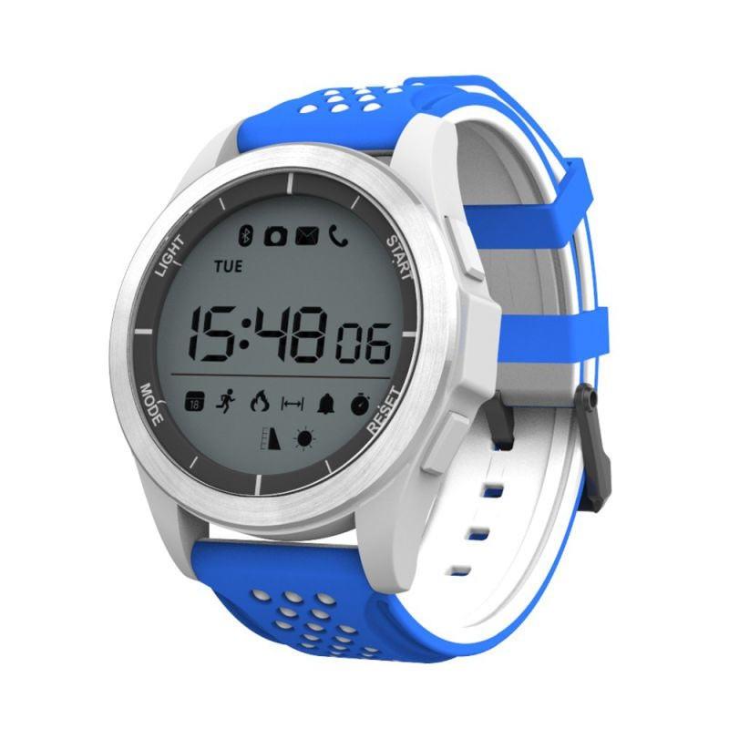 La montre connectée sport Xeon est le partenaire idéal pour vous suivre  dans le cadre de votre activité sportive quotidienne. 7c27c8b02a45